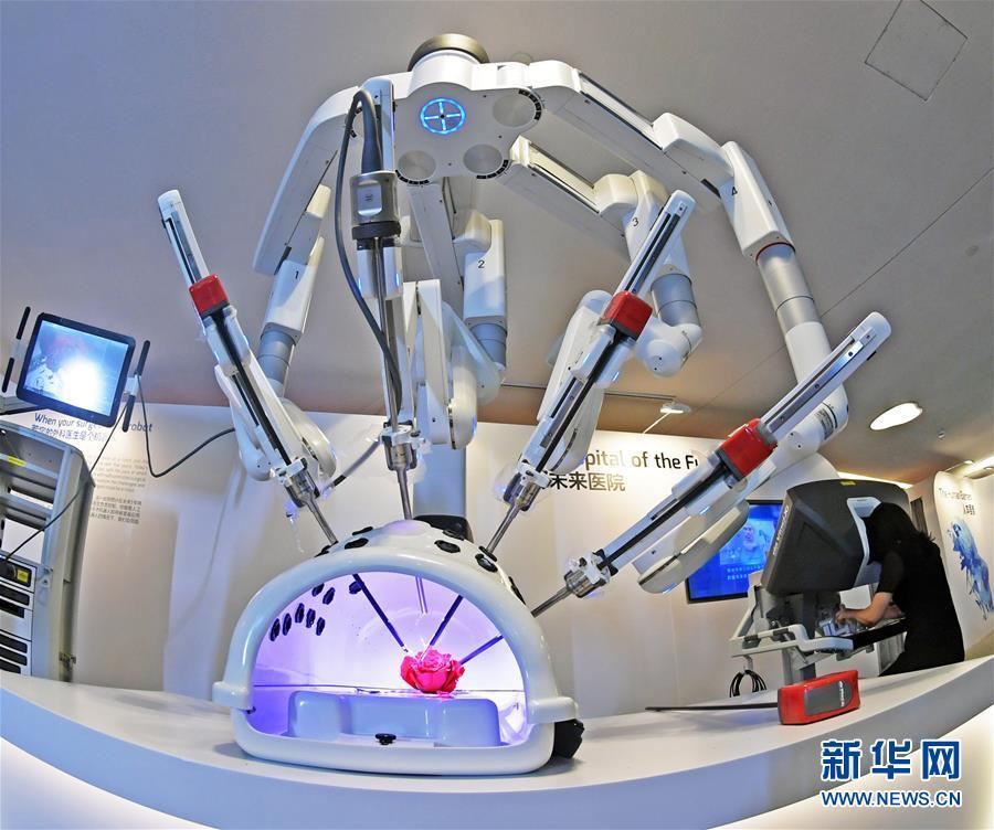 (在习近平新时代中国特色社会主义思想指引下——新时代新作为新篇章·总书记关切高质量发展·科技创新·图文互动)(1)你好,机器人!