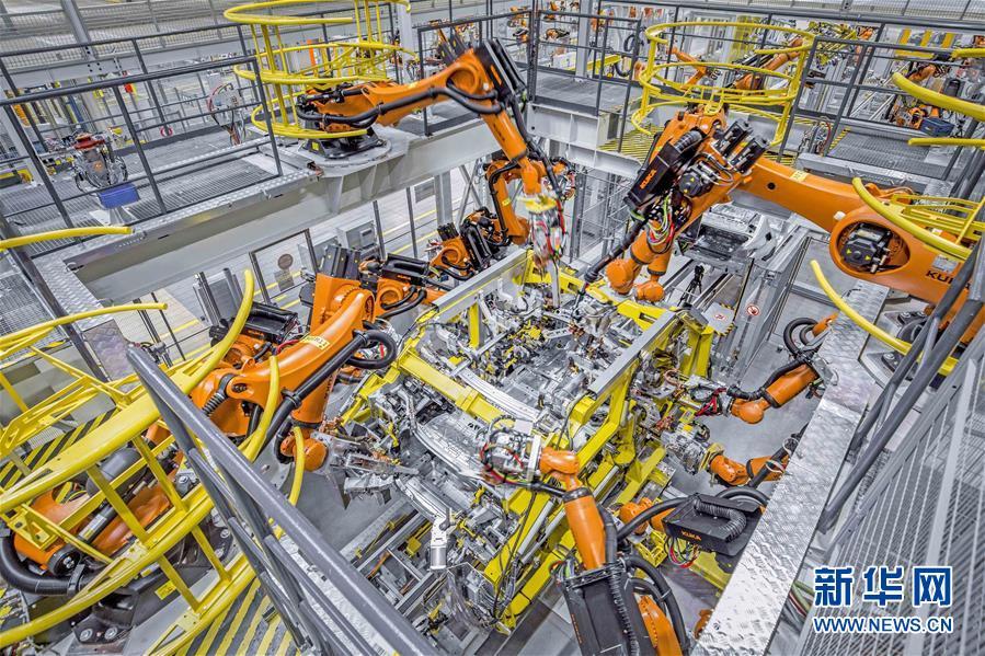 (在习近平新时代中国特色社会主义思想指引下——新时代新作为新篇章·总书记关切高质量发展·科技创新·图文互动)(3)你好,机器人!